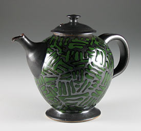 Teapot with trailing